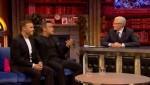 Gary et Robbie interview au Paul O Grady 07-10-2010 F08fbe101823853