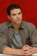 New Kellan Lutz portraits from 'Eclipse' press conference [HQ, tagged] Eb38bc91111860